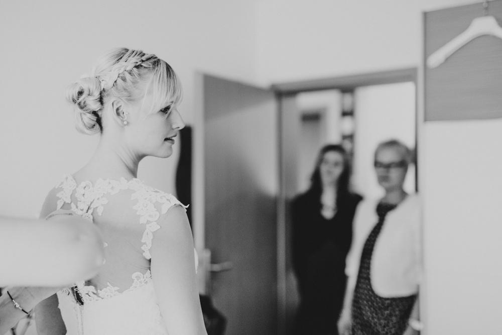 Braut beim Getting Ready - Als Hochzeitsfotografin in Meckenheim bei Bonn