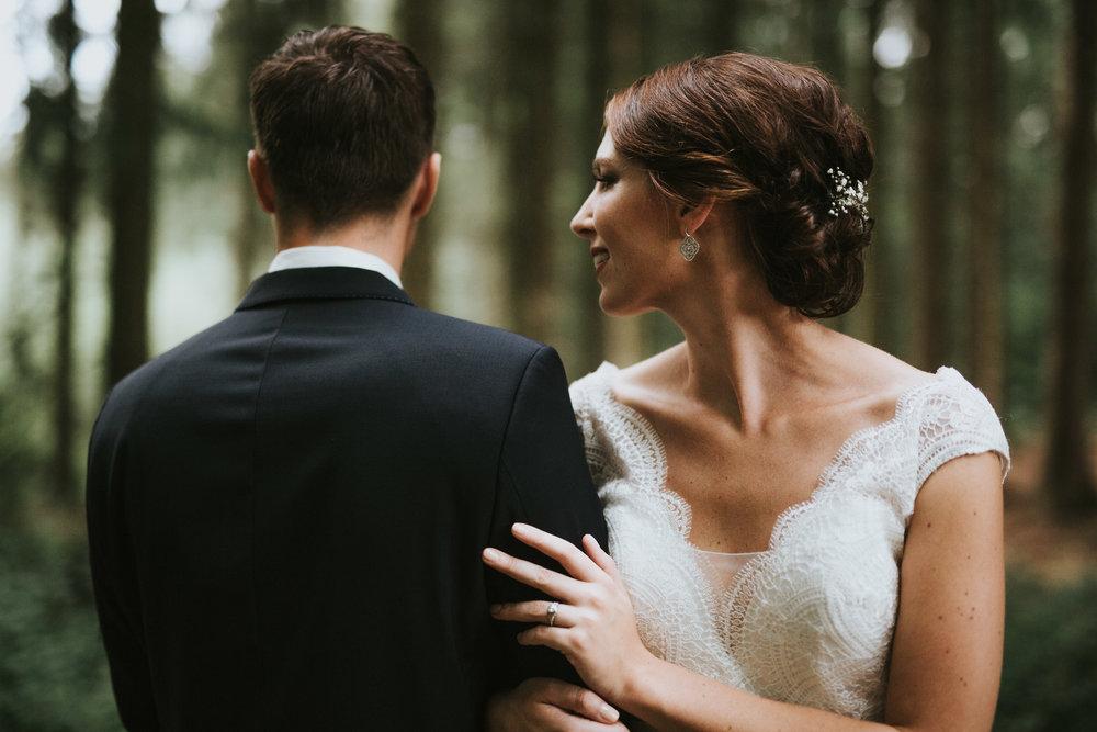 Vintage Boho Hochzeit in der Diepeschrather Mühle - Hochzeitsshooting im Wald von Bergisch-Gladbach