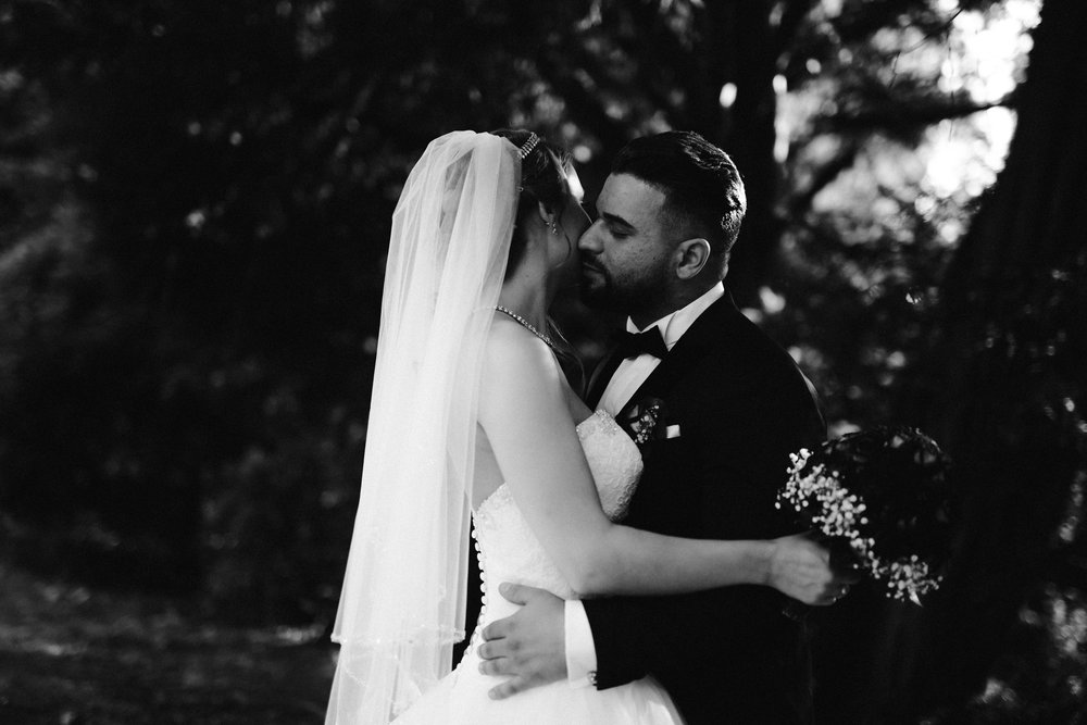 gefühlvolles Hochzeitsfoto vom Hochzeitsshooting im botanischen Garten Wuppertal