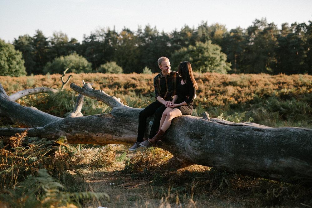 Als Fotografin bei einem natürlichen Verlobungsshooting in der Wahner Heide
