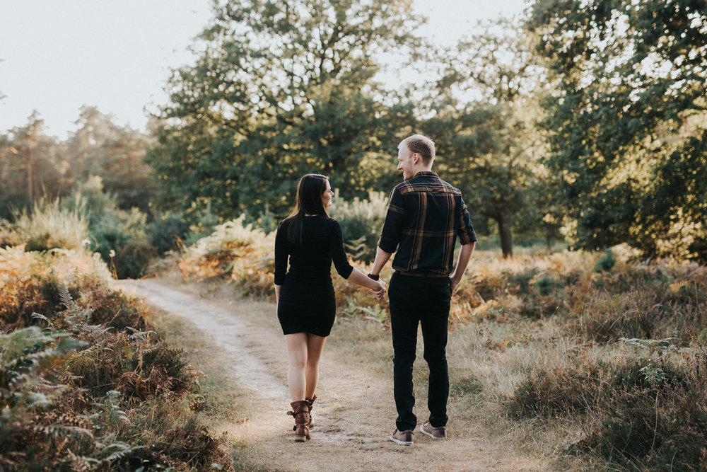 Paar beim Verlobungsshooting mit Darya Gulyamova Fotografie in Köln