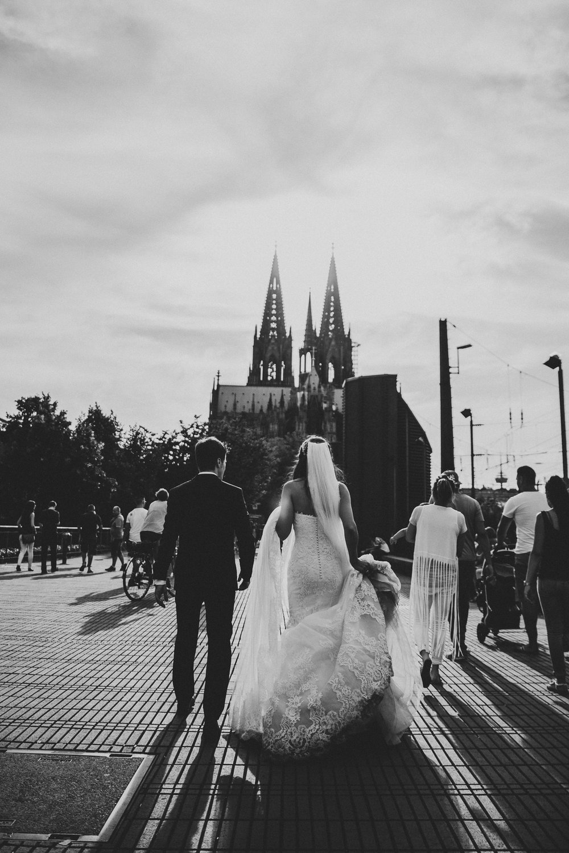 urban_wedding_shooting_hochzeitsfotos_kölner_dom_darya_gulyamova.jpg