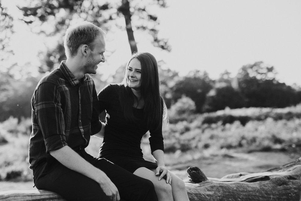Hochzeitsfotografin Köln, Bonn, Düsseldorf - Romantische Paarfotos in der Wahner Heide bei Köln