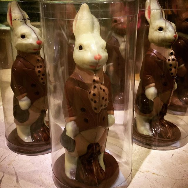It's Easter bunny time @fortnums - don't you just want to bite their heads off!! #fortnumandmason #fortnum #easter #easterbunny #chocolatebunny #chocolate #food #food😍 #sweet #sugar #mmmchocolate
