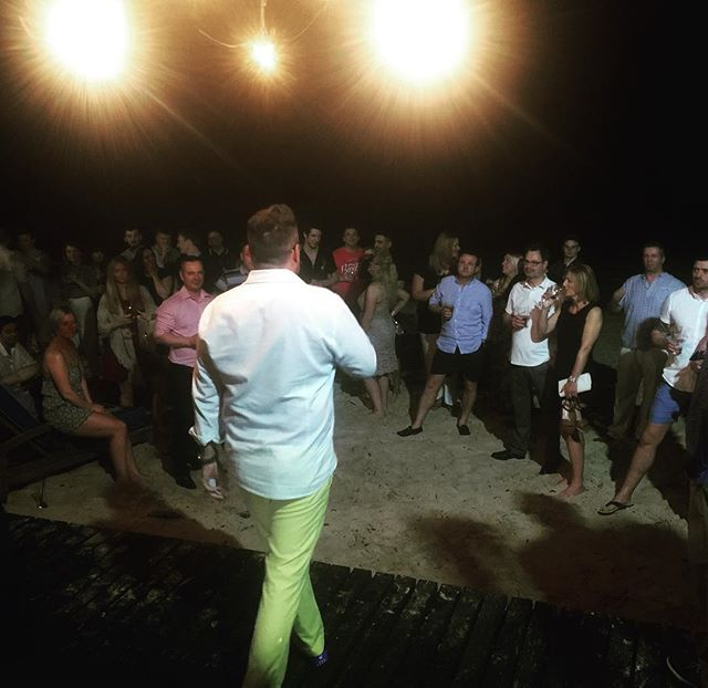 Yours truly with a little welcome speech on the beach in Barbados. Great bunch - gonna be a good weekend #barbados #barbados🇧🇧 #barbados2017 #beach #sand #speech #microphone #crowd #incentivetrip #incentives #eventplanner #eventprofs #yellowtrousers