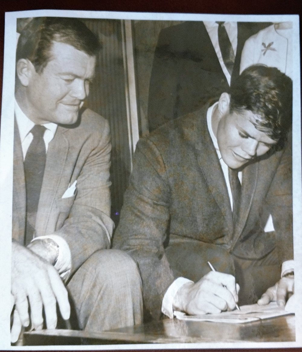 Signing letter of intent with DKR 1967