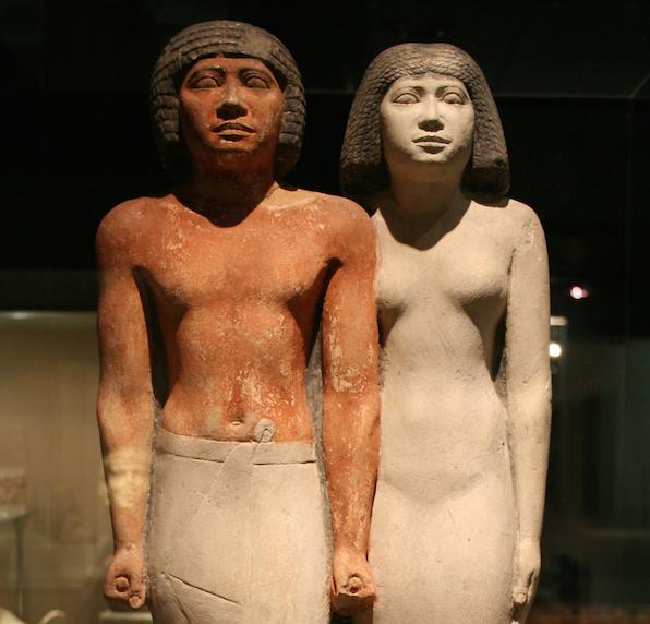 Fourth Dynasty (Old Kingdom) pair statue, from Giza. Image: Einsamer Schütze