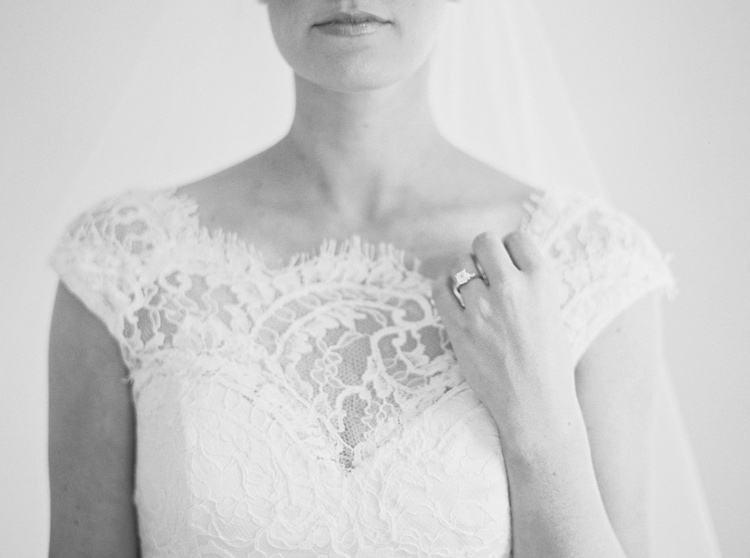 SIMPLE-WHITE-SPACE-BRIDAL-SESSION-PHOTO.jpg
