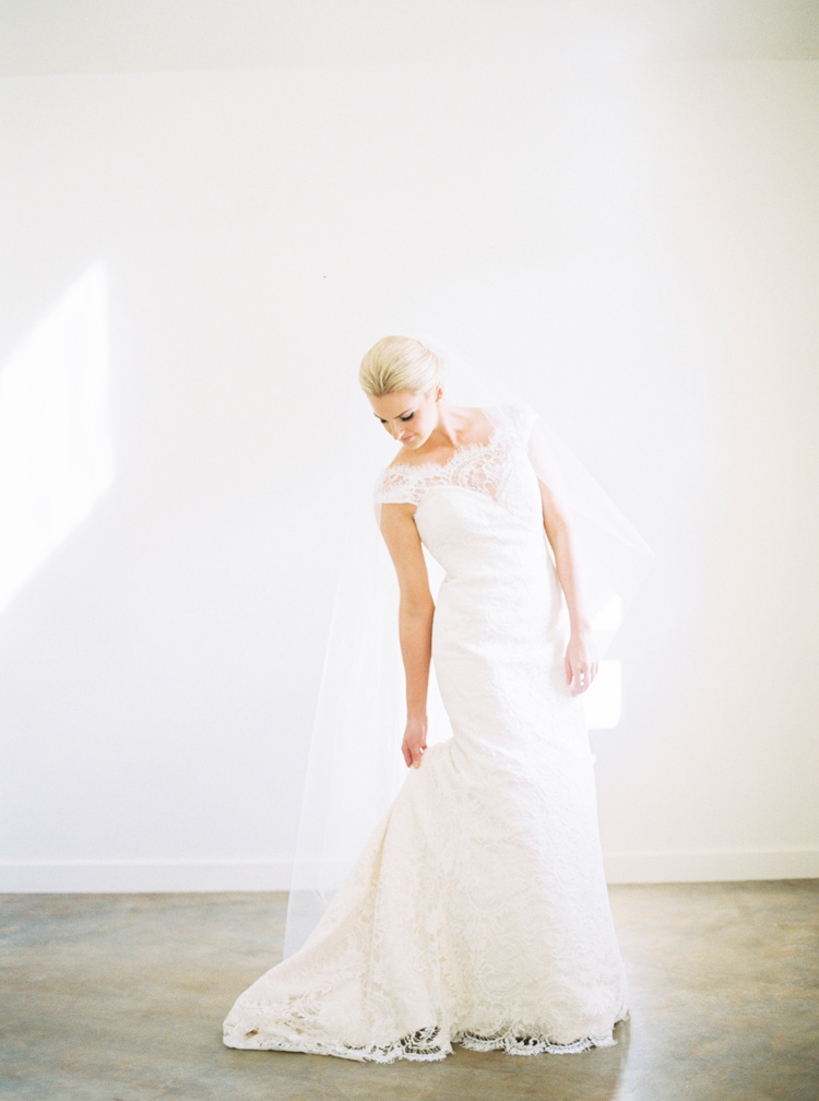 AUSTIN-TEXAS-NATURAL-LIGHT-WEDDING-PHOTOGRAPHER-PHOTO-5.jpg