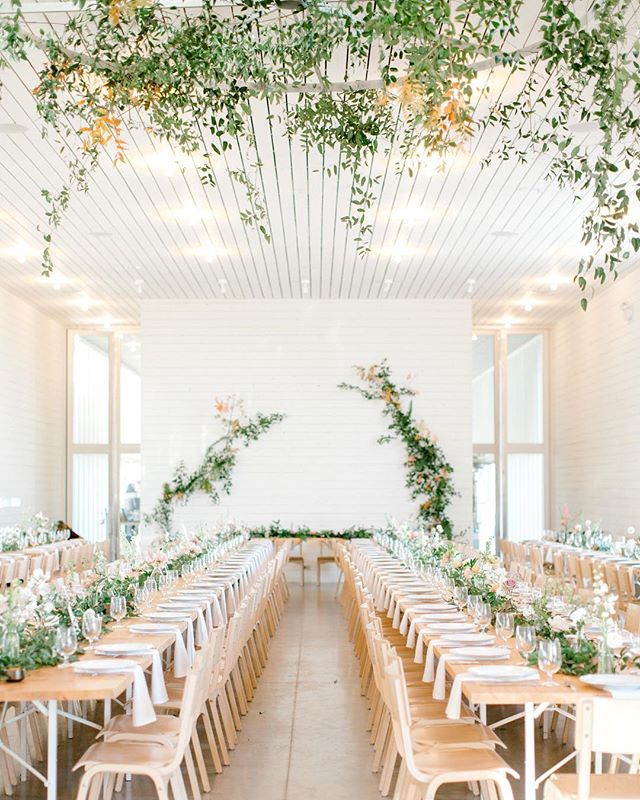 White space + greenery = wedding perfection  We love working with other creatives as much as we love working with our clients, and we seriously get to work with some of the best in the business here in central Texas. Isn't this space by @gypsyfloral just dreamy?