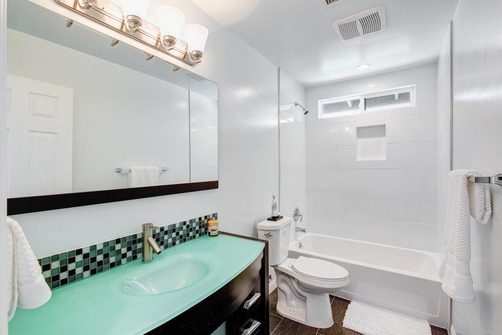 Guest Bath - WEB OPTOMIZED.jpg