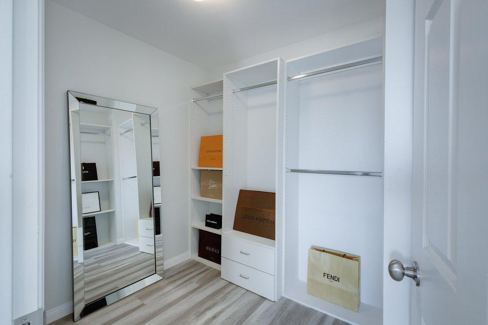 Walk In Closet - WEB OPTOMIZED.jpg