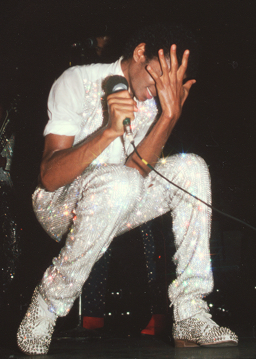 blvckstreet :      thefashman :      insect-ligaments :      irocmindless :      sweet-sereniti :      90shiphopraprnb :     Legendary MJ… RIP     The shoes.     the everything fucking King     But no, I really need that sparkly ass shirt
