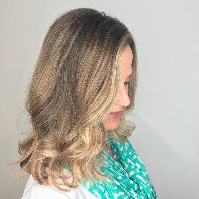 #Marincountybalayage #haircolor #balayage #larkspur #magnoliaavenuesalon #salon #certifiedhaircolorist