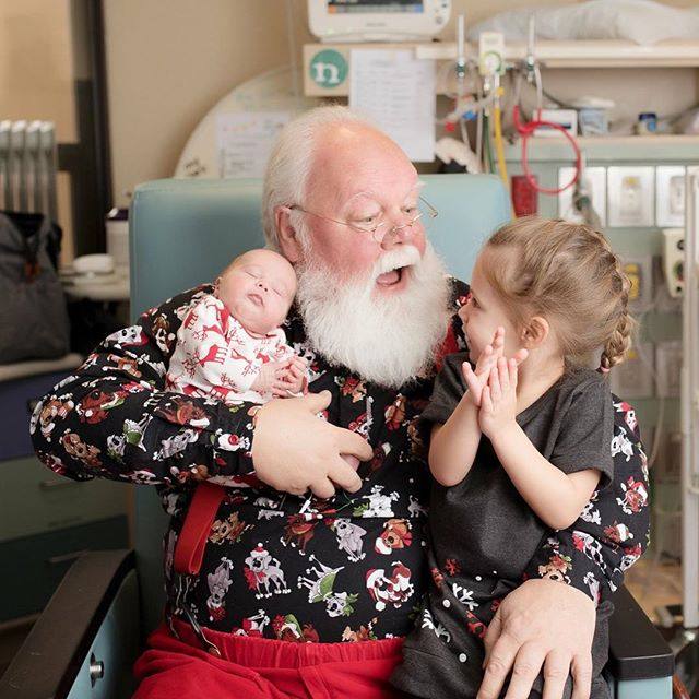 Some sweet little moments from when Santa visited the NICU this week. ❤️🎅🏼❤️🎅🏼