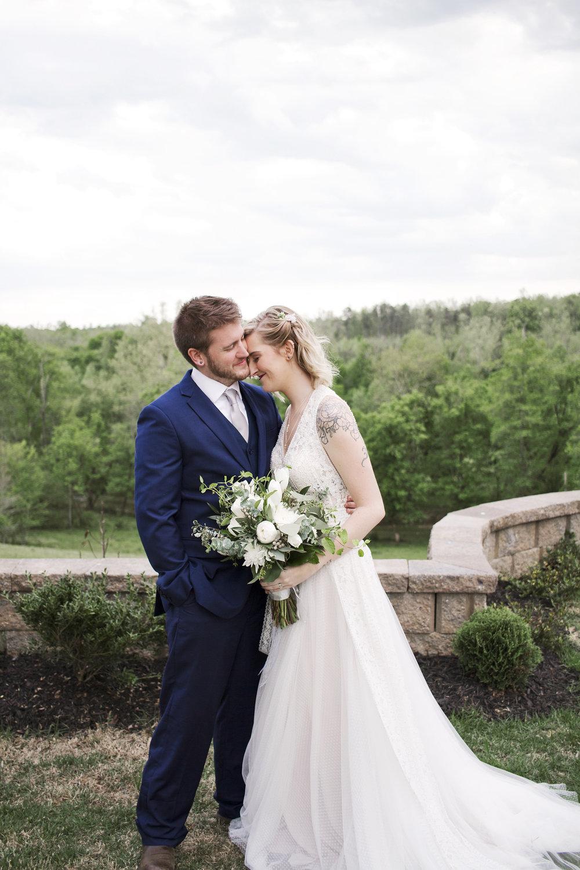 Grey Tone and Greenery Wedding at the Hideaway at Crooked Creek | Kayli LaFon Photography