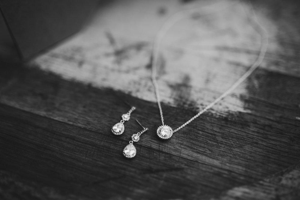 Wedding Day Details - Bridal jewelry | Kayli LaFon Photography