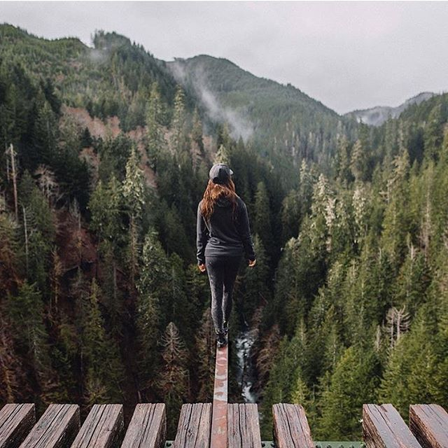 Literally living life on the edge @yungwolftown. Check out the beautiful work! ~ #delvelife to be featured
