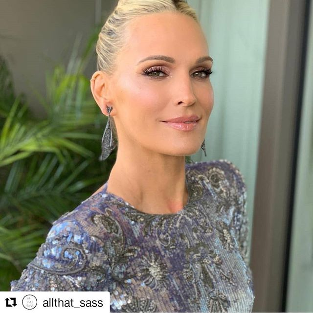 The gorgeous Molly Sims @oscars.2019 Congrats to Roma! #beautifullashesforbeautifuleyes #springmakeuplooks #lalondonlashes #lashobsessed