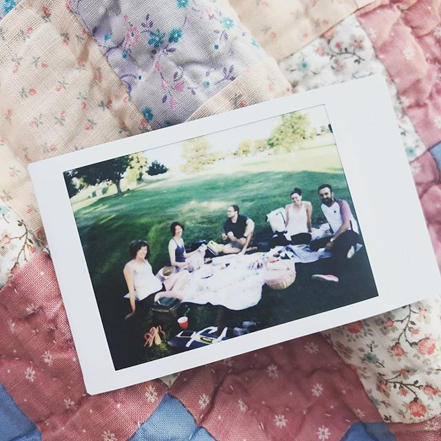 How cute is this itty bitty Polaroid?!!! Love our buds and #wednightpicnics #summatime