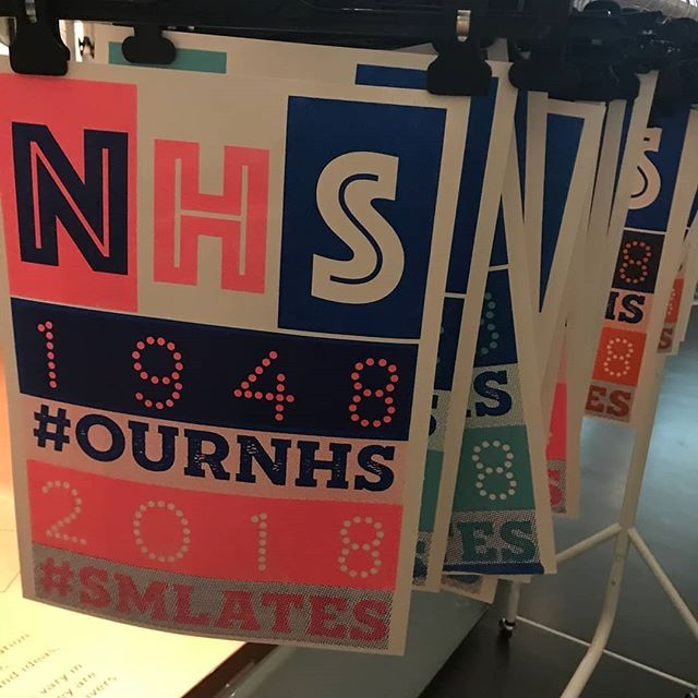 Another super busy night at the @sciencemuseum celebrating #70yearsnhs at #smlates featuring newbie @izzysmithsonart #printmaking #screenprint #workshop #events #sciencemuseum #printspotters #ournhs