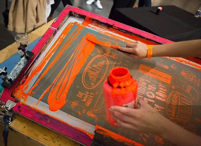 Repost from @barrymac84 printing tea towels at this months #smlates celebrating 10 years of lates at the @sciencemuseum #printmaking #screenprinting #printspotters #liveprinting #workshop#events #sciencemuseum