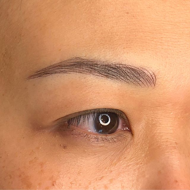 ❤️Shape 🧡Color 💛Density 💚Stroke mapping 💙Hair curvature 💜Growth Pattern Part of many things a brows artist needs to consider in tailoring the right brow for an individual's face. 🙂👍🏼...🚫to cookie-cutter brows!🤪 . . . #microblading #browsbyrenee
