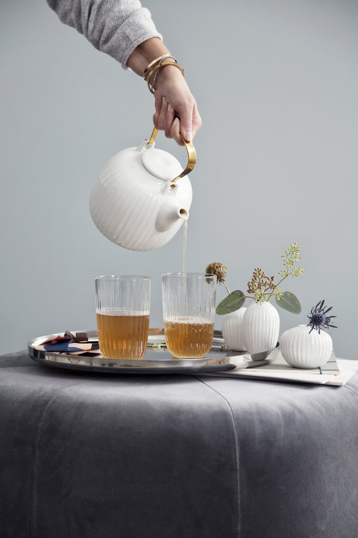 HH_Teapot_Drinkingglasses_pour_White.jpg