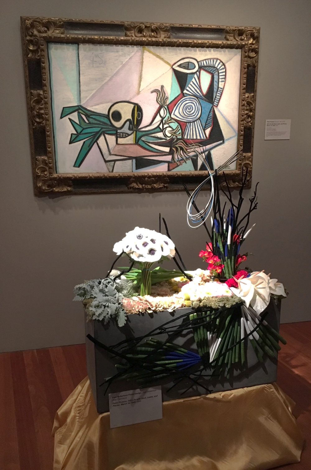 Picasso! Holy Moly! I love how this floral arrangement played with shapes and structure.