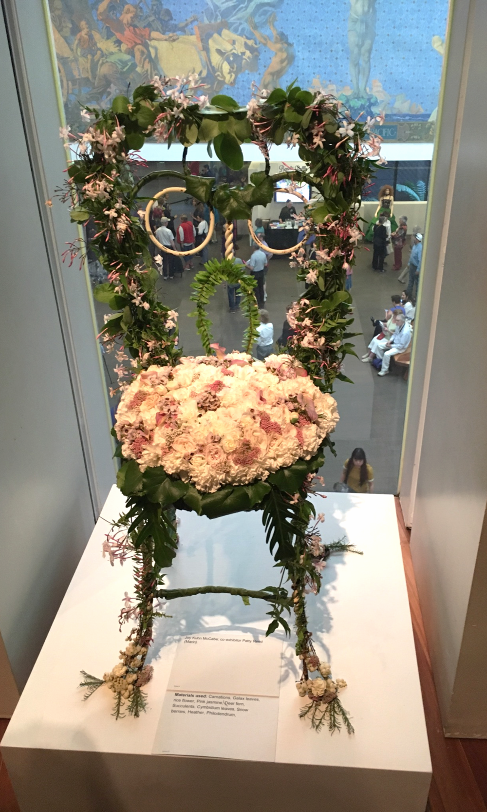 Not the best picture, but this chair featured some of my favorite flowers: jasmine and succulents.