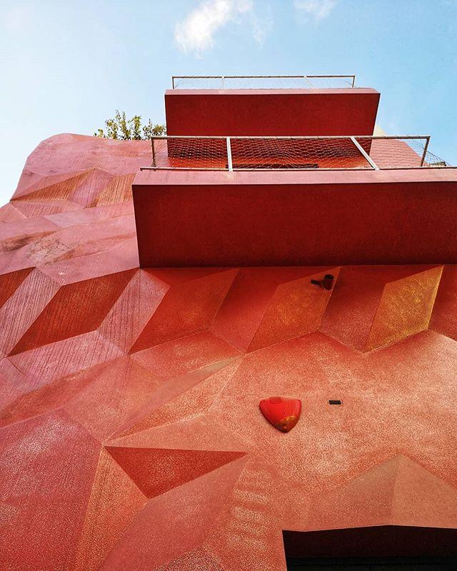 #puglia #italy #italia #architecture #altamura #wanderlust #bari #wonderful_places #explore #travel #travelgram #geometry #colours #creative #landscape #southern #southerneurope #southitaly #village #view #facade #europe #vibrant #red