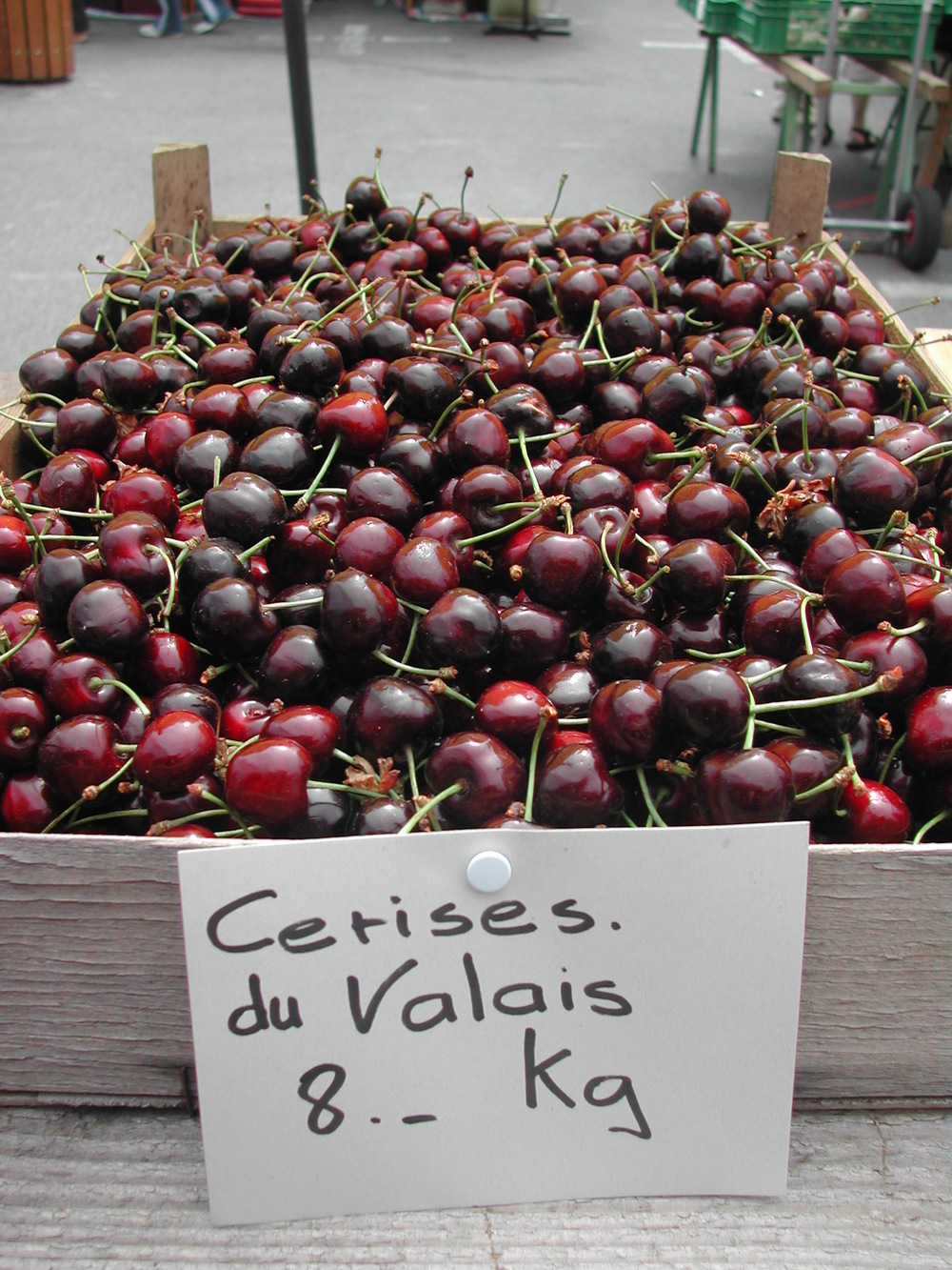 Valais cherries in the Vevey market