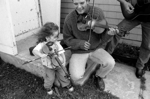 Steeve and Emy Poirier. Photo by Maude G Jomphe, from the book   Têtes de violon : 64 violoneux des îles de la Madeleine.