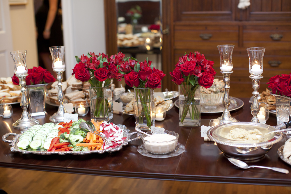 How to decorate a celebratory table for an anniversary