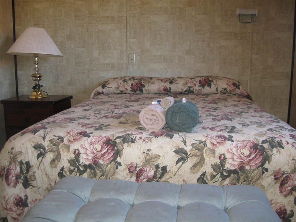 Hostel Room Pictures (6).JPG