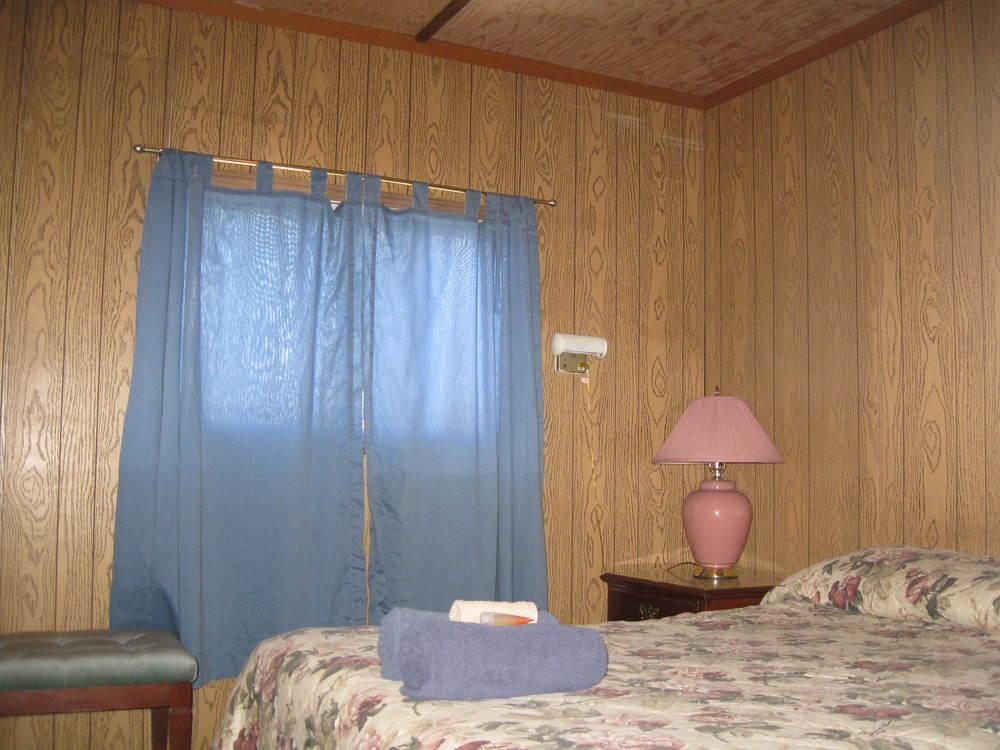 Hostel Room Pictures (4).JPG