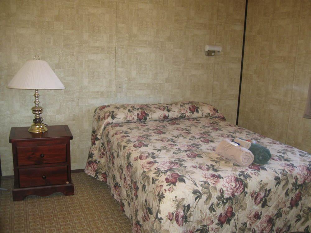 Hostel Room Pictures (7).JPG