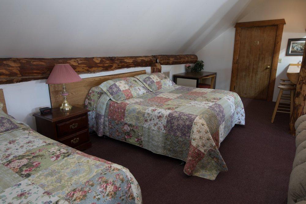Room 32 (12).jpg