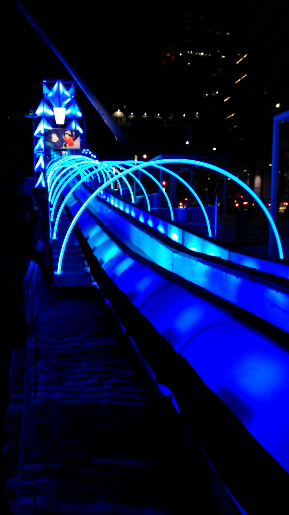 Illuminated toboggan un Montreal Nuit Blanche