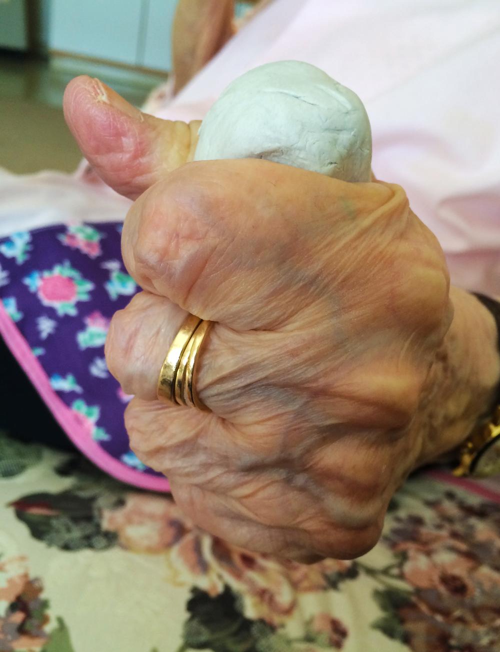 Hand grip 1.jpg