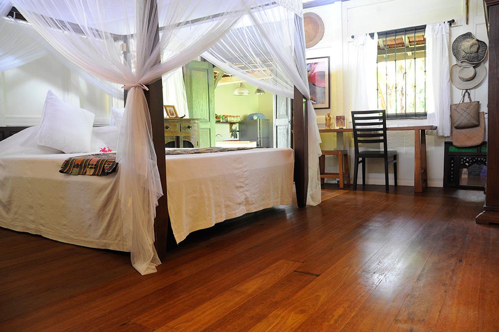 Interior Design Kayu Besi Ulin Flooring