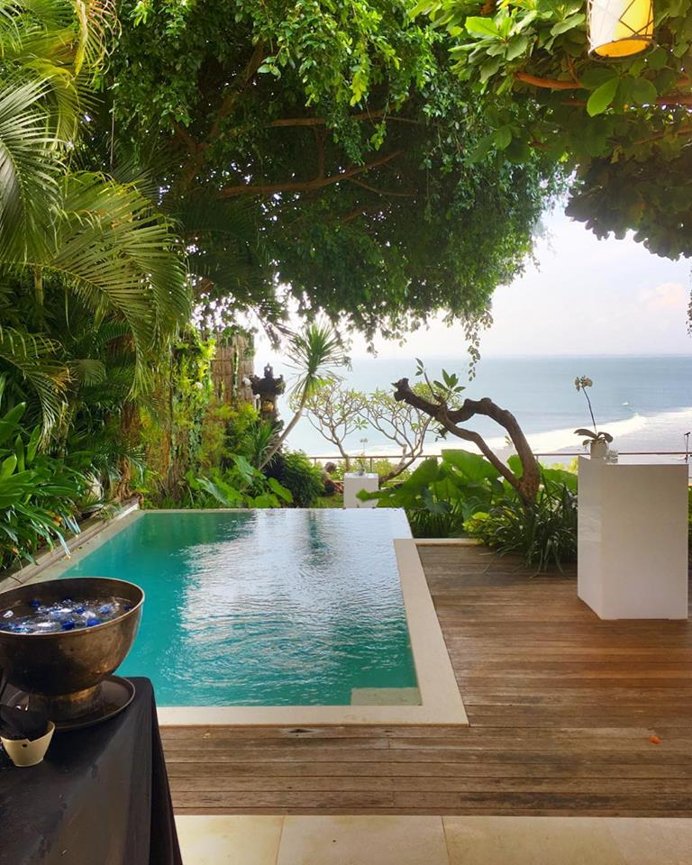 Small pool and its wooden deck - The Luxe Bali