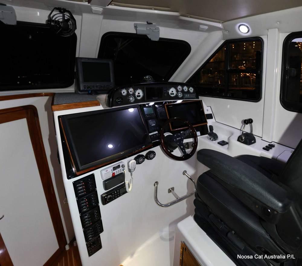 4800 Sportscruiser Flybridge  (6).jpg