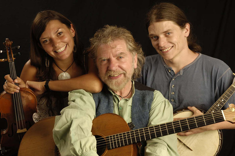Tommy Sands with Moya & Fionán Sands