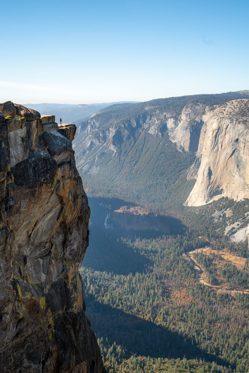 taft-point-cliff-dropoff-yosemite.jpg