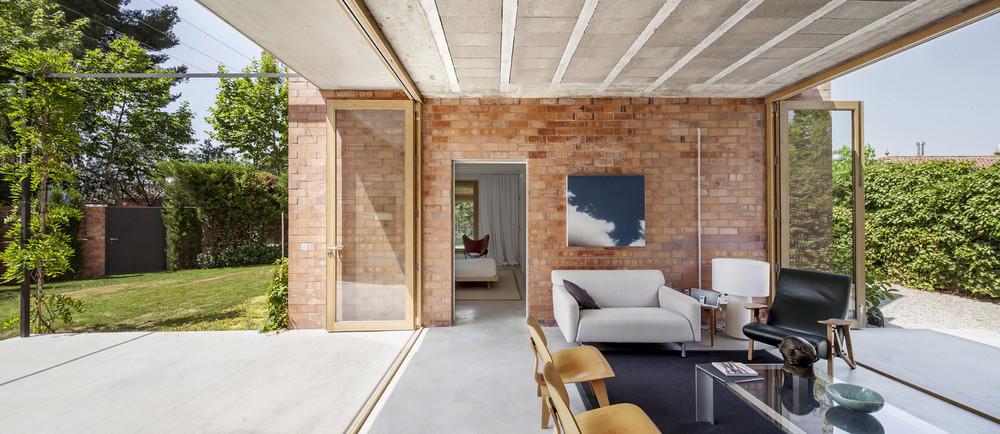 House 1101, H Arquitectes. image via  archidaily