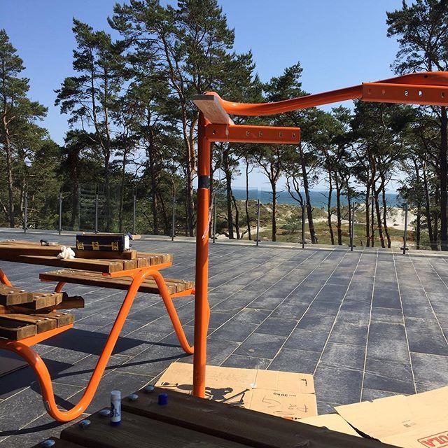En bänk med utsikt! Kom och provsitt de fina arkitektmonterade bänkarna på #naturumfalsterbo