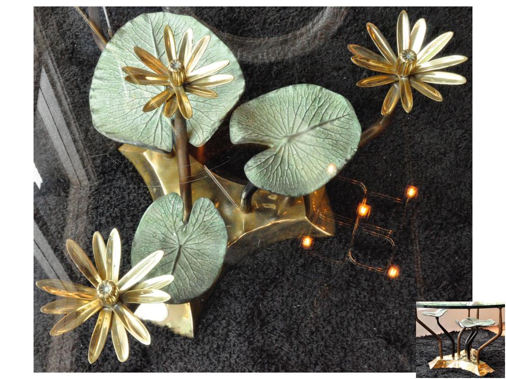 'Waterleliestafel' van Willy Daromet bronzen, groen gepatineerde lelie bladeren. Willy Daro,Belgische ontwerper uit de jaren '70 werkte veel met messing en (half edel)steen. De natuur komt vaak terug in zijn ontwerpen.