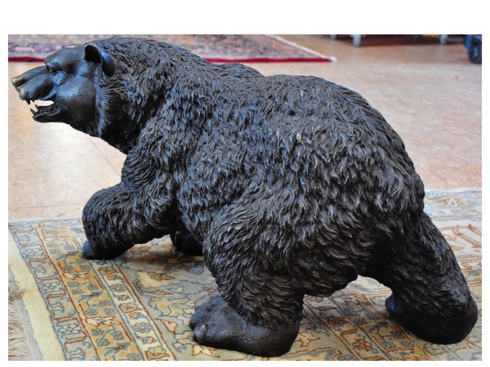Bronzen sculptuur van bruine beer, H35 cm.Richtprijs € 1500,- —€ 2000,-.
