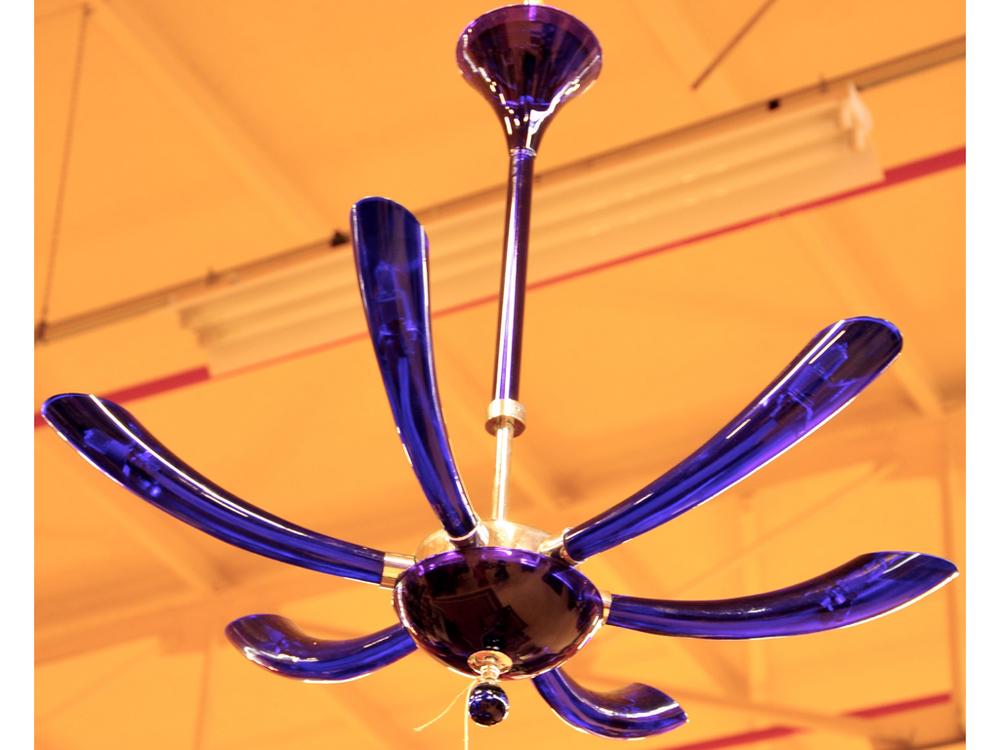 Blauwglazen lamp in Murano-stijl. Richtprijs € 50,- — €100,-